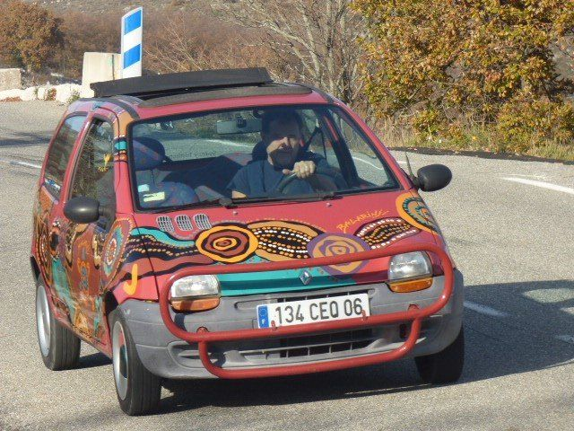 The story began over 20 years ago when French journalist Jean DULON set off on a road trip around Australia in a TWINGO.