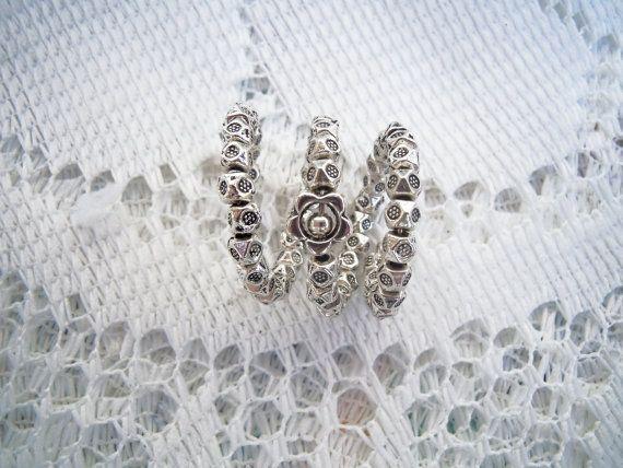 Anello regolabile di metallo a fiori