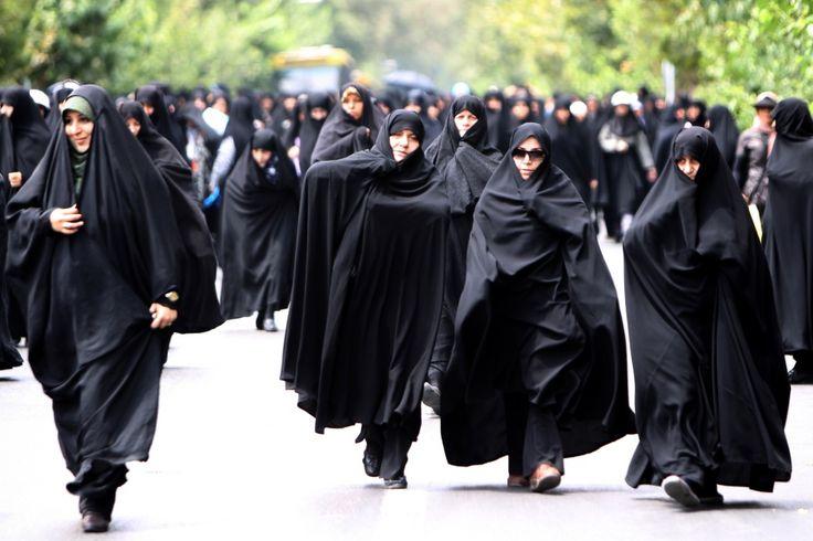 Как одеваются женщины в Иране