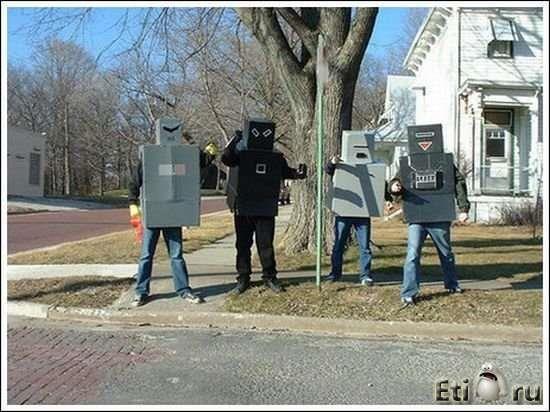 Прикольные костюмы из коробок роботов