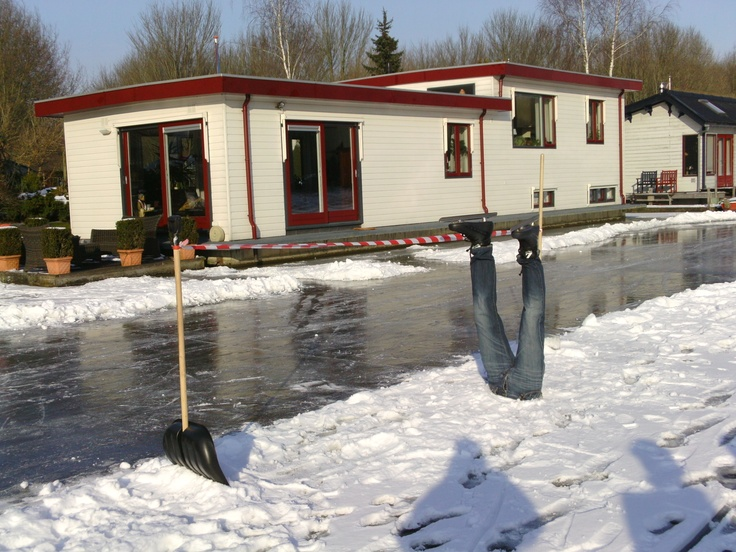 Veel verwarring door halve paspop met schaatsen.... / Winter