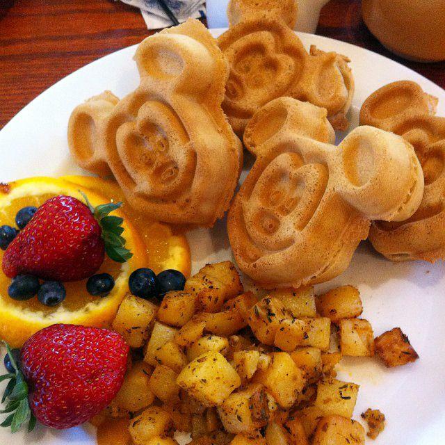 A list of #vegan eats at various Disney Resorts from Vegan ...