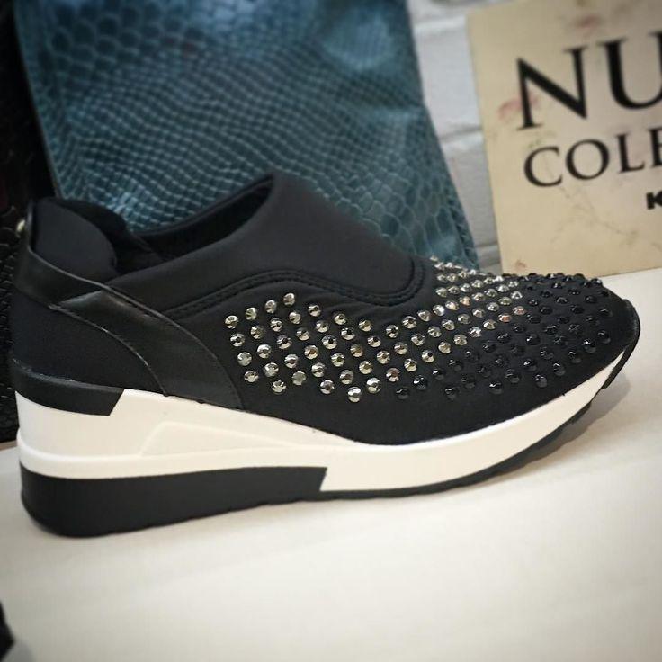 Te apuntas a la moda de la cuña en zapatillas???? Enamórate de esta sneaker cómoda elegante y a la ultima moda  Si te gustan: 967 016 666 mensaje directo (link un bio)