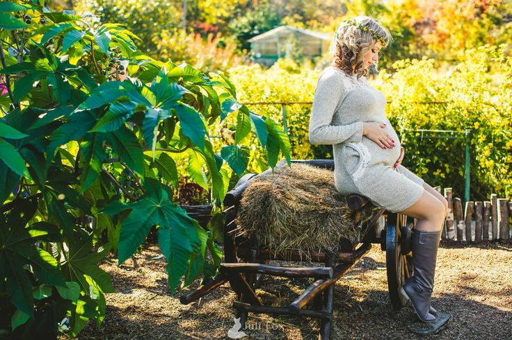 pregnancy motherhood photography autumn