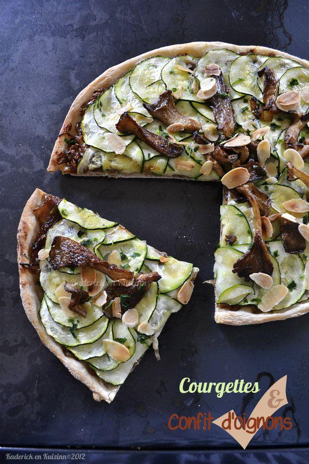 pizza végétarienne aux courgettes et confit oignons - http://www.kaderickenkuizinn.com/2012/11/pizza-vegetarienne-courgettes-oignons/