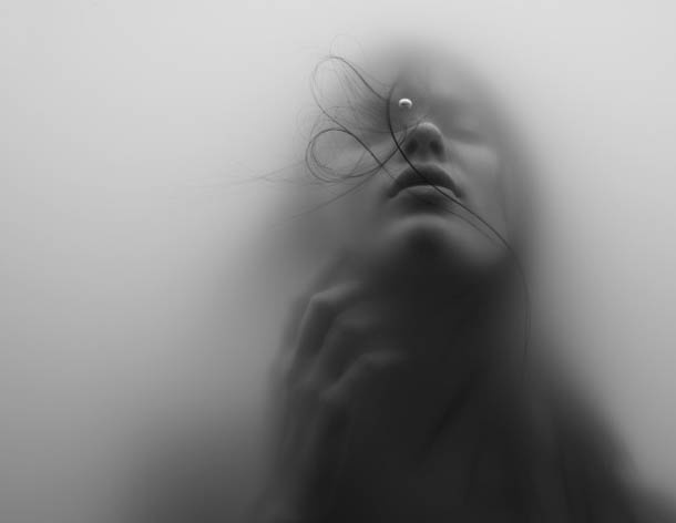 Uma rapariga debaixo de água | fotografia subaquática de Jacob Sutton ~ O QUE VEM À REDE