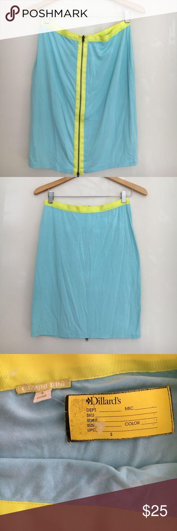 NWT Gianni Bini skirt 💙 NWT Gianna Bini skirt. 92% rayon, 8 % spandex. It's length approximately 20 inches and waist 28 inches. Gianni Bini Skirts Mini