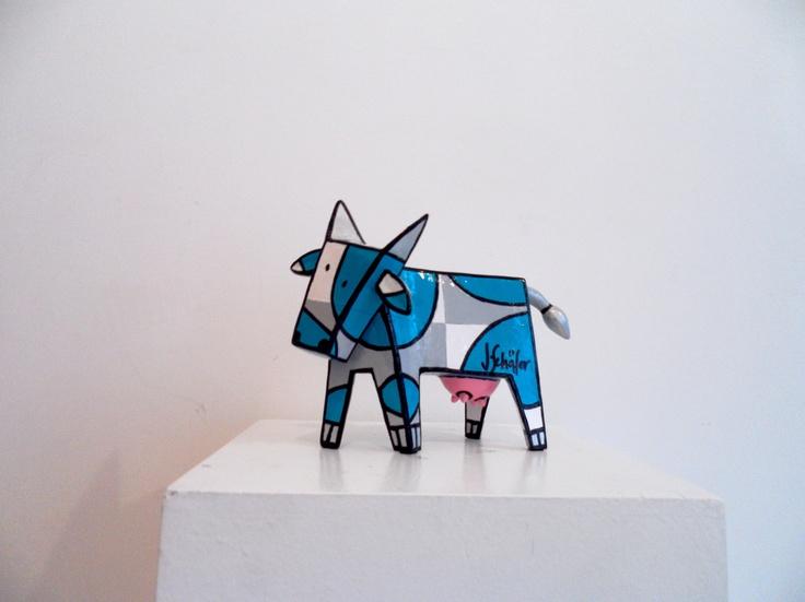 Vache - résine - pièce numérotée - disponible chez Colorfield Gallery