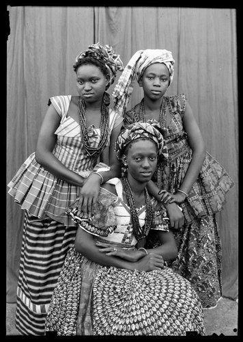 Seydou Keïta  Untitled 1952/1955  20 x 24 in