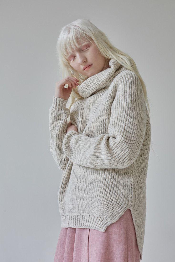 Настя Кими — российская модель-альбинос, чью красоту не затмевают даже яркие наряды   TrendsBrands   Фото 5