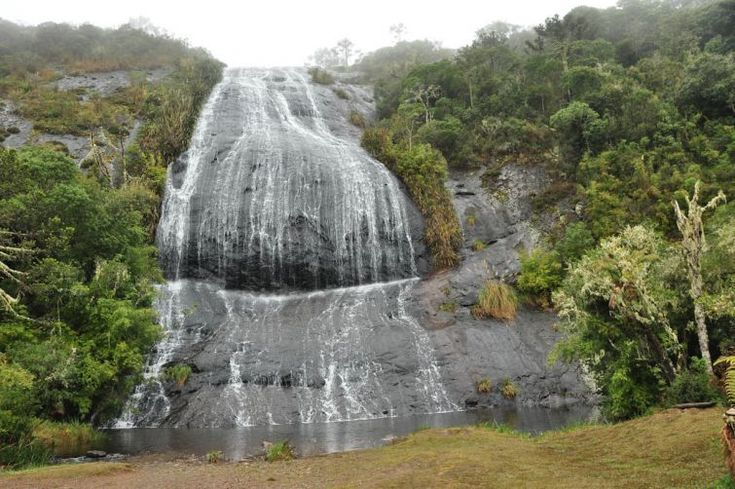 A Cachoeira Véu a Noiva, no caminho para o Morro da Igreja, em Urubici - SC