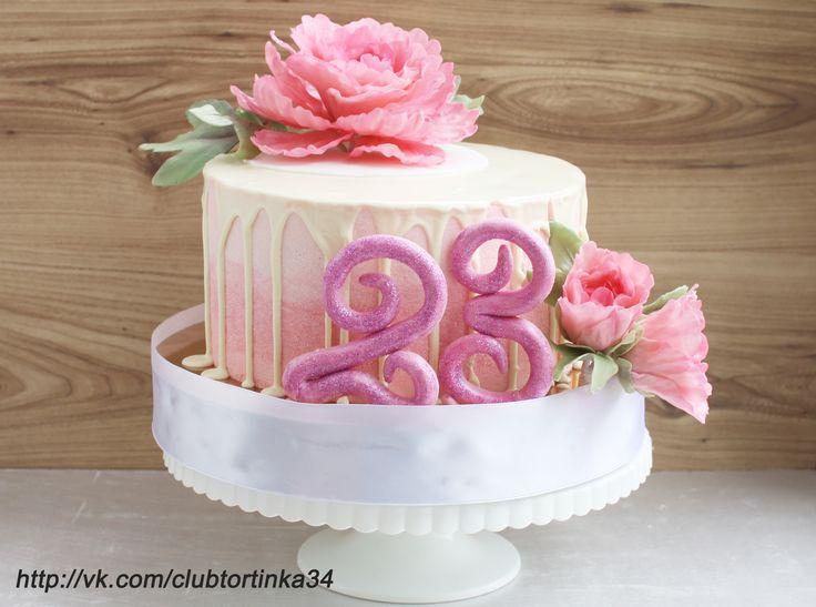 Кремовый торт с мастичными украшениями