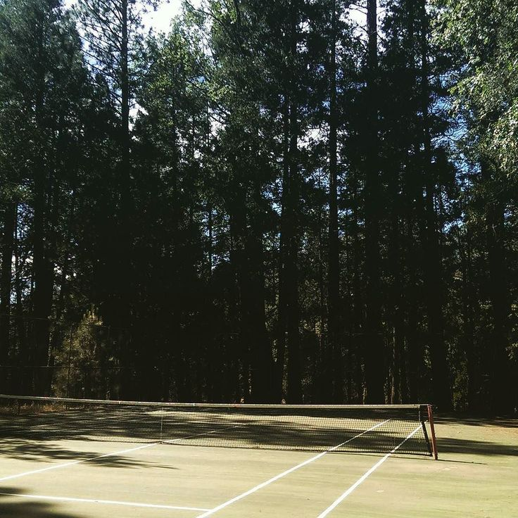 Just got back from a break to Yosemite National Park. Found one of the most beautiful isolated mountain courts I have ever seen.  #tennis #sport #atp #wimbledon #sports #love #champion #vintage #menswear #mensfashion #fashion #tennisplayer #summer #training #tournament #tenis #tenniscourt #tennislife #fitness