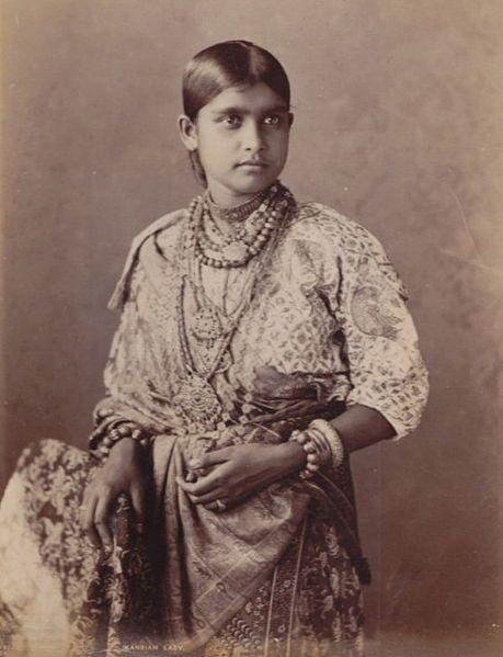 Kandyan Sinhalese lady wearing A traditional Kandyan saree (osaria)