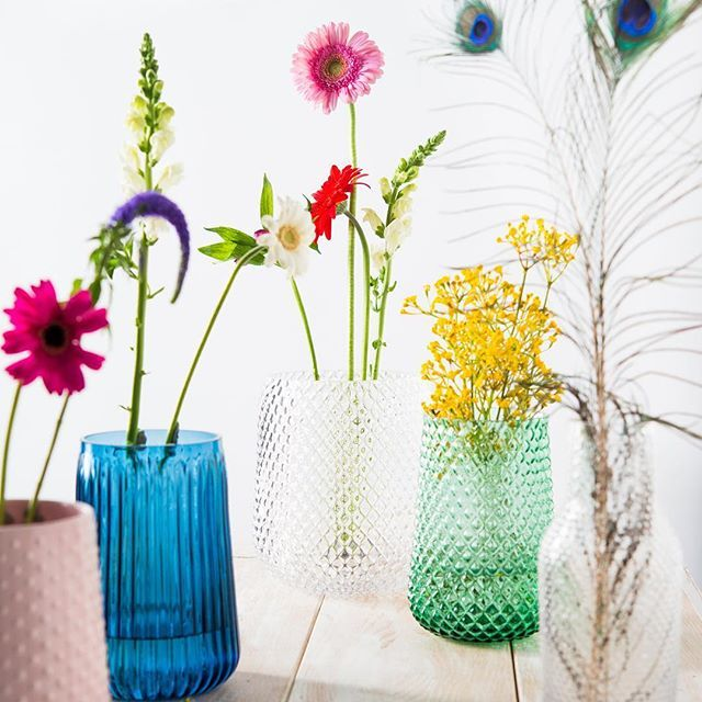 Bloemen maken het gezellig in huis. Wat voor bos je ook koopt, bij #HEMA vindt je altijd een geschikte vaas.