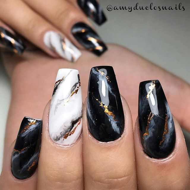 White and black marble nail design with gold detailing. Beautiful nails sculpted and painted exclusively with Ugly Duckling products by Master Educator @amyduclosnails ✨Ugly Duckling Nails page is dedicated to promoting quality, inspirational nails created by International Nail Artists:sp