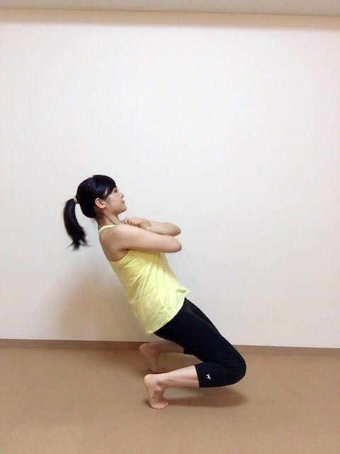 トレーニングの中でもスクワットは体脂肪の燃焼効果が高く、筋肉も育ちやすいため、ダイエット目的としても、筋力アップの目的としても人気の種目です。 今回は個々のレベルに合わせてステップアップしていけるよう、超初心者〜上級者までのレベル別でスクワットメニューをご紹介します!