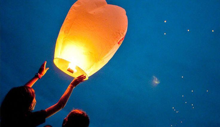 Les 25 meilleures id es de la cat gorie lanterne volante sur pinterest lant - Construire une lanterne volante ...