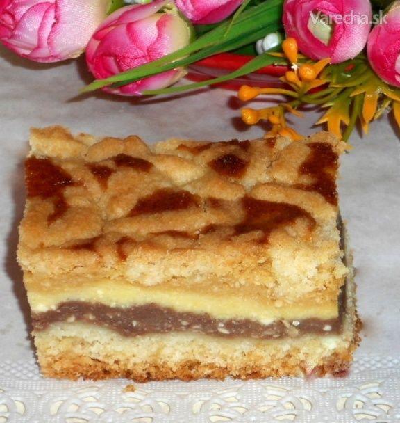 Troška iný tvarohový koláčik. Ja som použila domáci hrudkový tvaroh, no kľudne sa môže  použiť jemný.