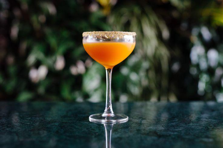 «Ornamayo»: Τεκίλα, aperol, mango, αγαύη και φυστίκι. Φωτο: Πάρις Ταβιτιαν / LIFO