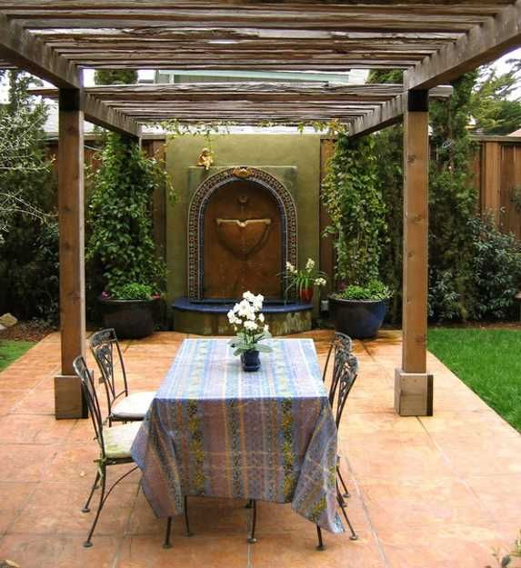 Tuscan Backyard Decor : dining furniture and wall fountain for backyard design in tuscan style