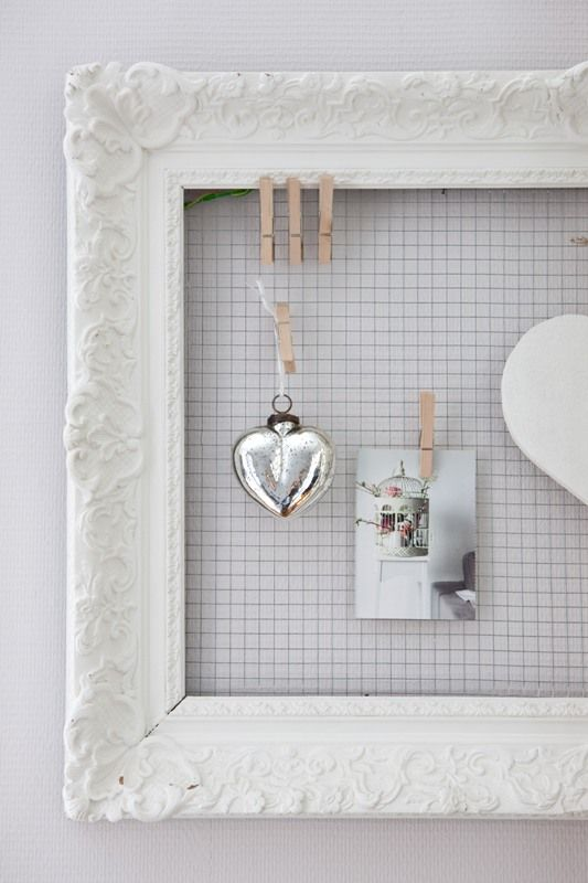 Pinboard in shades of white