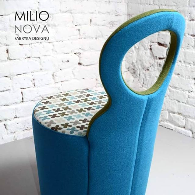listopadowy wieczór rozświetla fotel #eye by #alexanderlervik  #milionova #milionovafabrykadesignu #johansondesign #fotel #meble #design #designwłodzi
