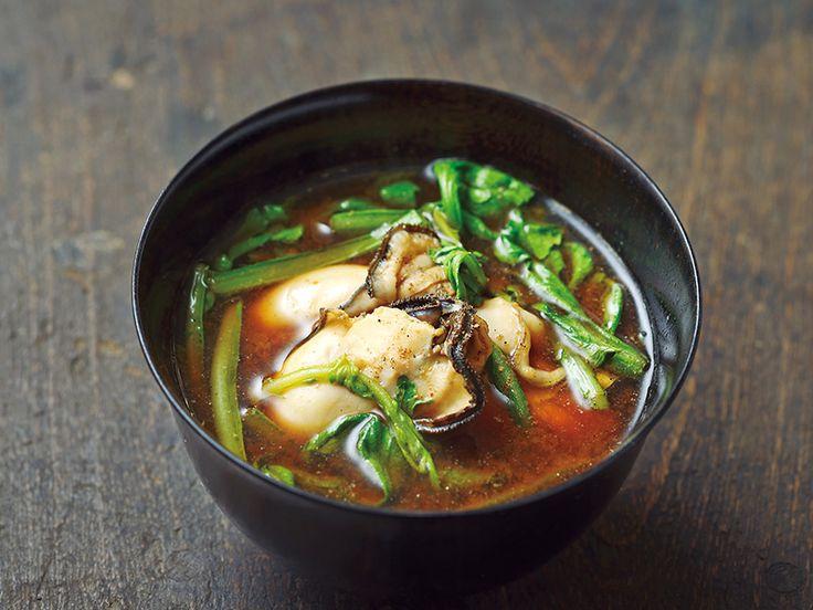 カキの旨みと春菊の苦みを赤味噌と合わせて 「カキと春菊の味噌汁」|ダシなしで作れる! 超カンタン汁物3種|