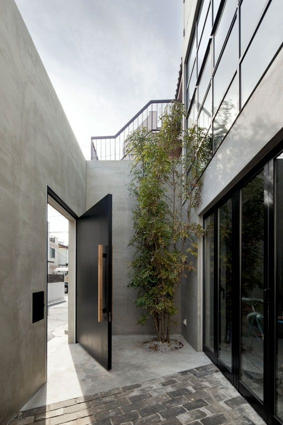 Idea for the backyard entrance to the multipurpose room House in Kitasando, Tokyo | Level Architects