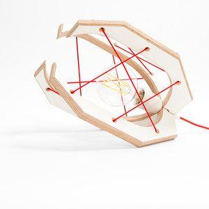 De Grijper lamp is een weer een fris ontwerp van Studio Hamerhaai. In drie maten verkrijgbaar, hangend of staand (tafellamp). Hier de tafel/vloer lamp