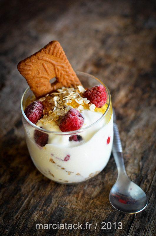 Ça c'est la recette de dessert facile à faire. La recette rapide. La recette qui sublimera le plus banal des yaourts du frigo ! Le trifle :le dessert parfait