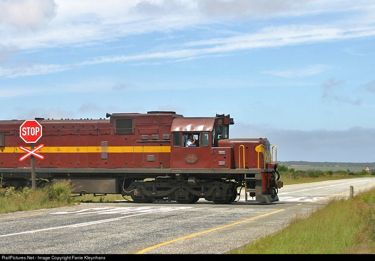 RailPictures.Net Photo: 33501 Spoornet CLASS 33-400 TYPE GE U20C at Southern Cape, South Africa by Fanie Kleynhans