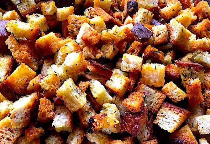 Fűszeres kenyérkockák - crouton