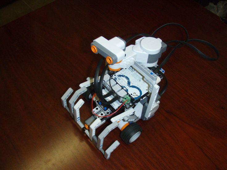 Programming our own Wall-E. Physical computing lab. Programando nuestro propio Wall-E :-). Ejercicios de computación física. #csed #physicalcomputing #arduino #robotics #lego