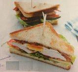 club sandwich con tacchino pancetta e uovo