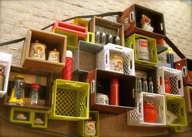 Reuse DIY: Old plastic containers into stunning shelves.