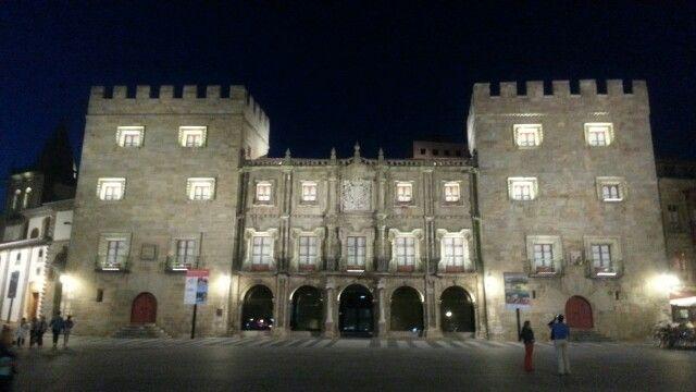 Palacio Revillagigedo de noche en Gijón