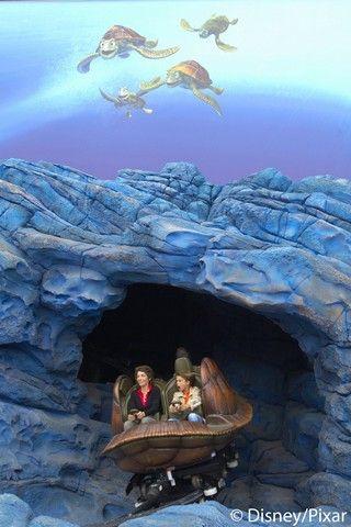 Crush's Coaster is geïnspireerd op Disney-Pixar's Finding Nemo - Walt Disney Studios® Park