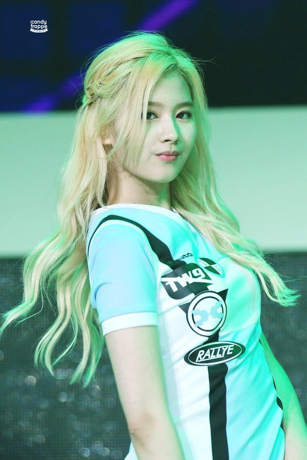 Dahyun Twice Beautiful Girl Wallpaper 115 Best Minatozaki Sana Is Images On Pinterest Twice