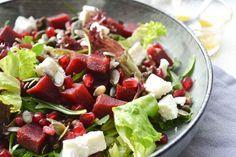 Lekker lunchen met een gezonde salade en een zelfgemaakte suikervrije dressing met appel azijn