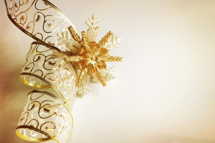 15 best elegant gold tree decorated christmas images on for Modern gold christmas tree
