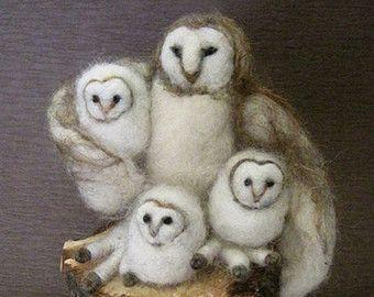 Aiguille Animal feutré, Effraie des clochers, feutré Owl, mère et bébés, trois petits oiseaux, jouets Waldorf, conception de Borbala Arvai, fabriqués à la commande