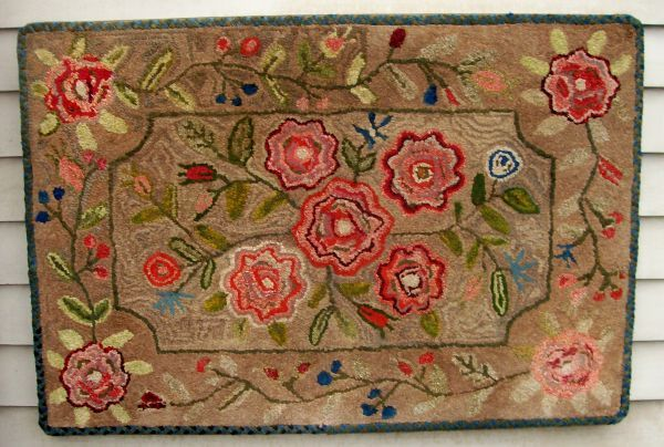 EARLY FLORAL SHEARRED HOOKED RUG, Maine. Mid to late 19th century. 26.5'' x 39''. Jewett-Berdan Antiques