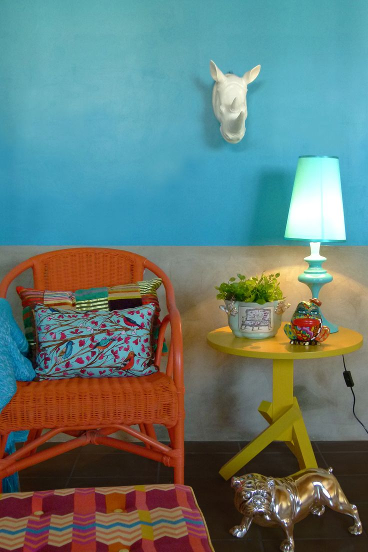 Cobrir ao invés de remover azulejos - Obra limpa na decoração - por Erika Karpuk - para Revista OcaPop (1a edição)