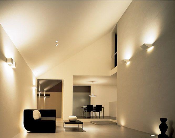 天井と壁面から、下層の生活空間に明かりを届かせ、上層空間は壁面からの反射光で演出。