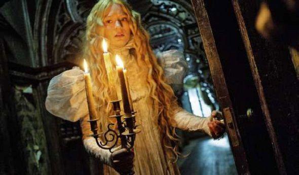 Mia Wasikowska en una imagen de 'La cumbre escarlata' de Guillermo del Toro