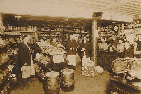 1900- Épicerie Jean-Pierre Guy, 1 rue-St-Paul, Québec,début-1900