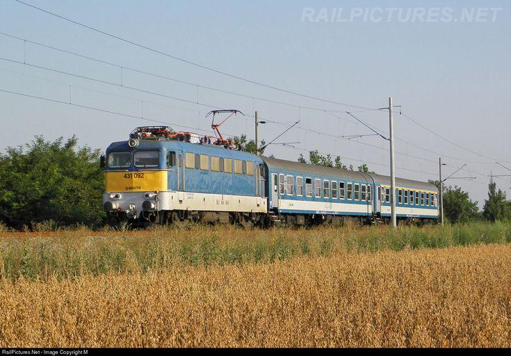 092 Hungarian State Railways (MÁV) 431 / ex-V43 at Békéscsaba, Hungary by Máté Szilveszter