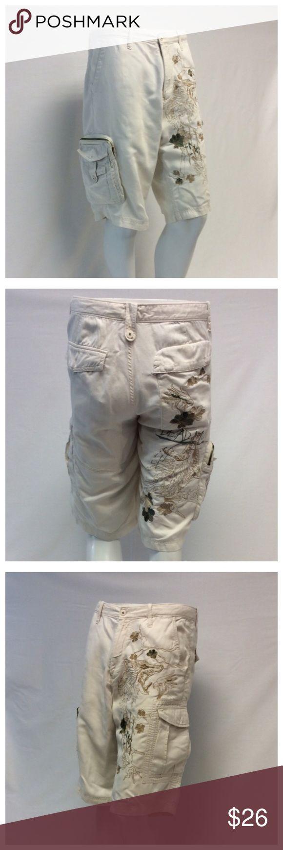 "ARTFUL DODGER Men's Shorts ARTFUL DODGER Men's Shorts, Size 34, 55% linen, 45% cotton, machine washable. Design embroidered on 1 front and 1 back leg, 2 leg pockets, 2 back pockets, 1 zippered pocket. Approximate measurements are 17"" waist laying flat, 24"" waist to hem, 12"" waist to crotch, 14"" inseam, 6"" zipper. 0584 Artful Dodger Shorts"
