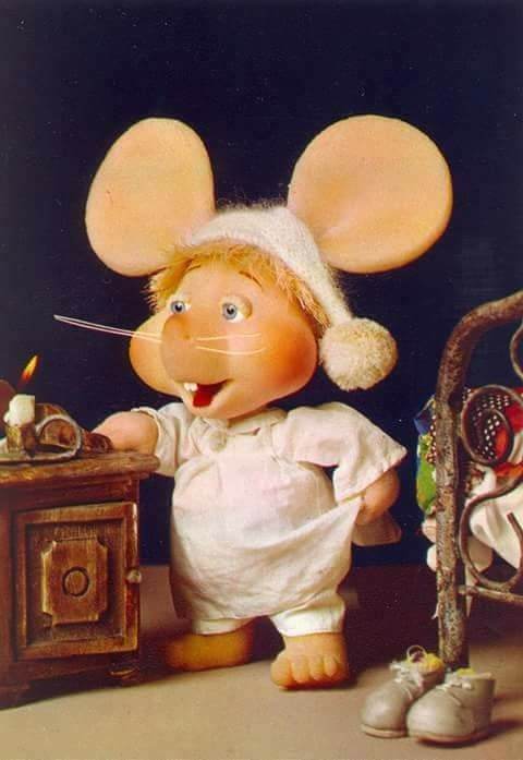 I remember watching the Topo Gigio show when I was little. So nostalgic!!